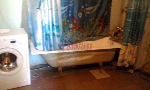 Комната в 8-комнатной квартире (240м2) на продажу по адресу Кадетская линия, 31— фото 5 из 10