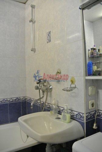 Комната в 4-комнатной квартире (102м2) на продажу по адресу Приморский пр., 14— фото 8 из 17