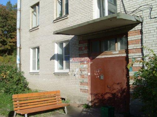 2-комнатная квартира (42м2) на продажу по адресу Кузнечное пгт., Юбилейная ул., 2— фото 2 из 9