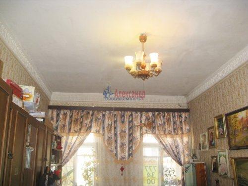Комната в 4-комнатной квартире (72м2) на продажу по адресу Ропшинская ул., 22— фото 3 из 8