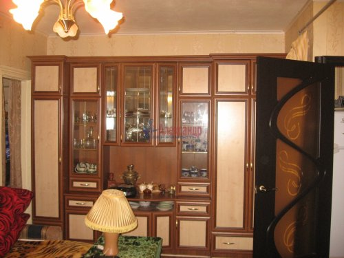 2-комнатная квартира (43м2) на продажу по адресу Волхов г., Дзержинского ул., 20 б— фото 1 из 2