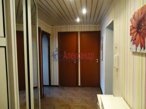 4-комнатная квартира (64м2) на продажу по адресу Славы пр., 12— фото 8 из 13