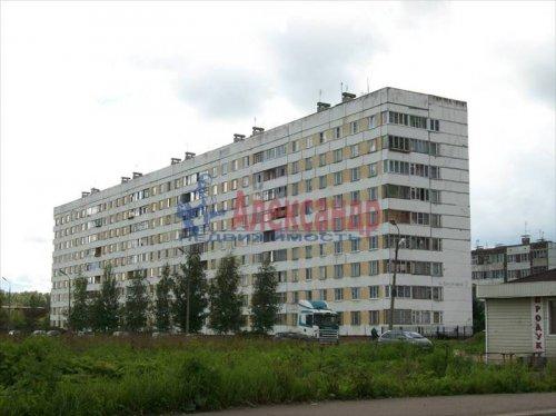 3-комнатная квартира (63м2) на продажу по адресу Коммунар г., Бумажников ул., 7— фото 1 из 8