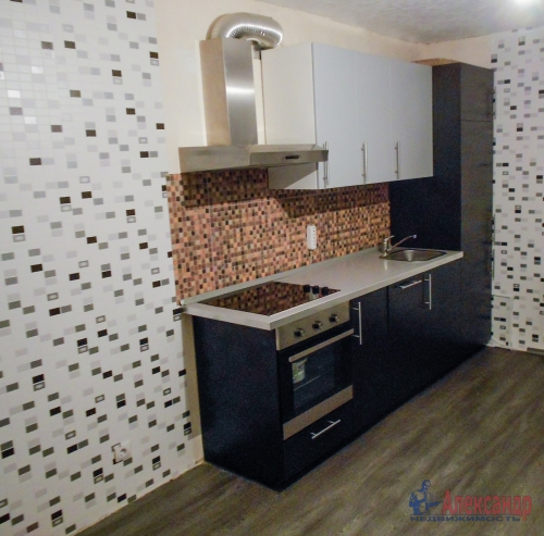 1-комнатная квартира (31м2) на продажу по адресу Свердлова пгт., Западный пр-д., 15— фото 2 из 7
