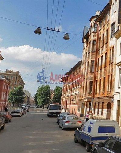 Комната в 6-комнатной квартире (70м2) на продажу по адресу Пасторова ул., 4— фото 1 из 11
