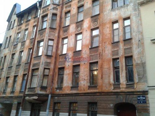 Комната в 6-комнатной квартире (70м2) на продажу по адресу Пасторова ул., 4— фото 2 из 11
