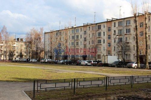 3-комнатная квартира (42м2) на продажу по адресу Свердлова пгт., Микрорайон №2 р-н, 50— фото 2 из 23