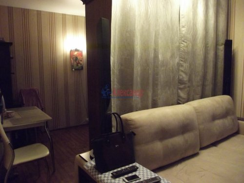 Комната в 3-комнатной квартире (79м2) на продажу по адресу Индустриальный пр., 29— фото 2 из 11