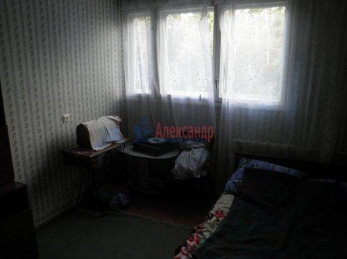 3-комнатная квартира (60м2) на продажу по адресу Сосновый Бор пос., 2— фото 5 из 7