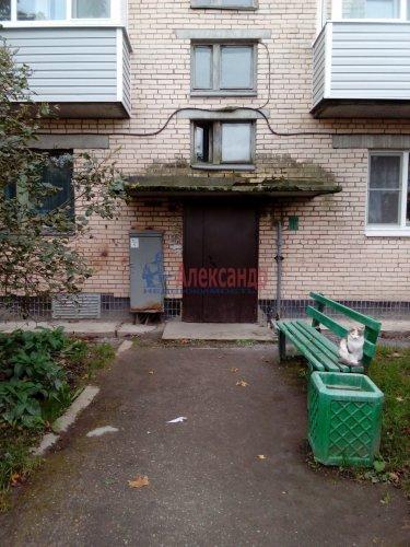 Комната в 3-комнатной квартире (64м2) на продажу по адресу Кузнечное пгт., Гагарина ул., 3— фото 8 из 9