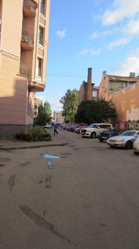Комната в 8-комнатной квартире (141м2) на продажу по адресу Малодетскосельский пр., 32— фото 3 из 13