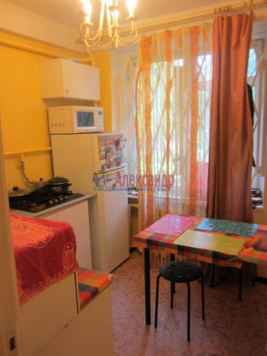 2-комнатная квартира (46м2) на продажу по адресу Цимбалина ул., 46— фото 9 из 14