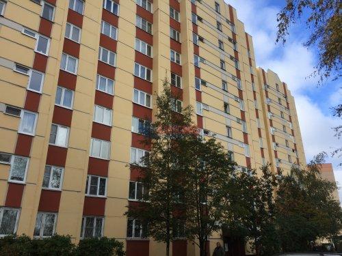 3-комнатная квартира (68м2) на продажу по адресу Школьная ул., 104— фото 1 из 8