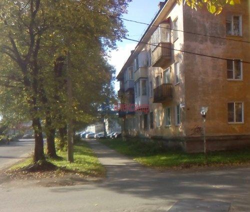 2-комнатная квартира (46м2) на продажу по адресу Волхов г., Вали Голубевой ул., 1— фото 1 из 4