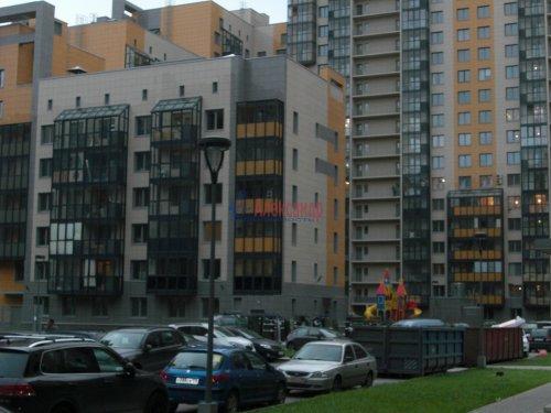 1-комнатная квартира (41м2) на продажу по адресу Адмирала Трибуца ул., 10— фото 3 из 11