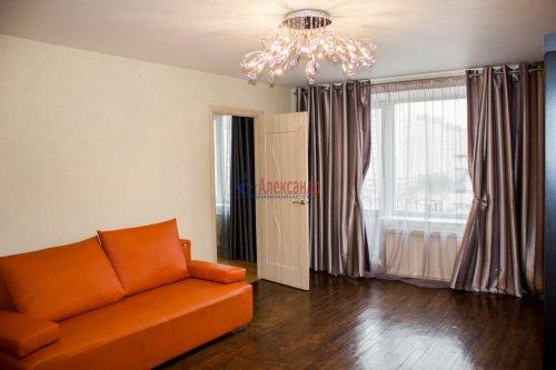 3-комнатная квартира (64м2) на продажу по адресу Ветеранов пр., 115— фото 3 из 13