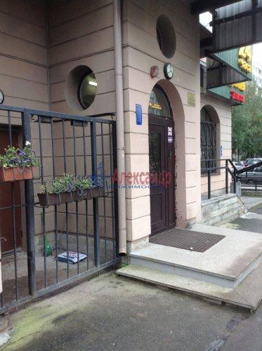 3-комнатная квартира (90м2) на продажу по адресу Комендантский пр., 16— фото 3 из 11