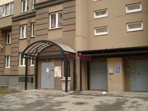 1-комнатная квартира (39м2) на продажу по адресу Оптиков ул., 52— фото 3 из 24