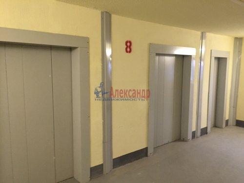 2-комнатная квартира (55м2) на продажу по адресу Свердлова пгт., 1-й мкр., 15— фото 2 из 3