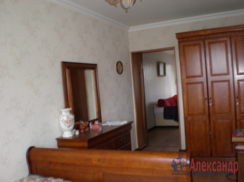 3-комнатная квартира (58м2) на продажу по адресу Подпорожье г., Волкова ул., 27— фото 1 из 9