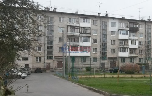 3-комнатная квартира (61м2) на продажу по адресу Кириши г., Волховская наб., 24— фото 1 из 3