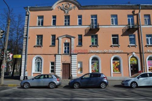 Комната в 2-комнатной квартире (52м2) на продажу по адресу Петергоф г., Санкт-Петербургский пр., 30— фото 1 из 9