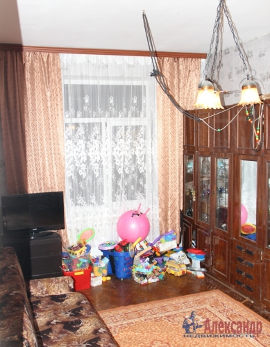 4-комнатная квартира (93м2) на продажу по адресу Полярников ул., 5— фото 13 из 16