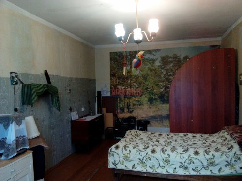 Комната в 3-комнатной квартире (64м2) на продажу по адресу Кузнечное пгт., Гагарина ул., 3— фото 1 из 9
