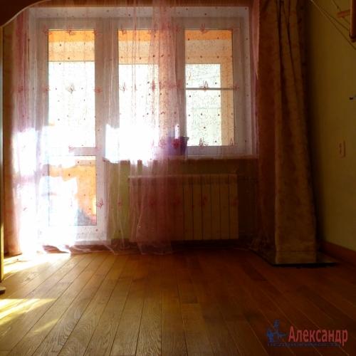 2-комнатная квартира (57м2) на продажу по адресу Отрадное г., Гагарина ул., 14— фото 2 из 7