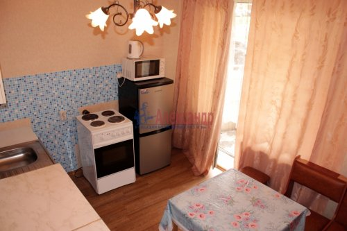 2-комнатная квартира (62м2) на продажу по адресу Космонавтов пр., 65— фото 6 из 12