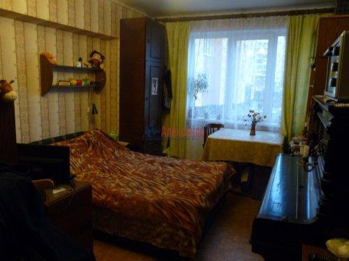 3-комнатная квартира (68м2) на продажу по адресу Обуховской Обороны пр., 144— фото 3 из 13