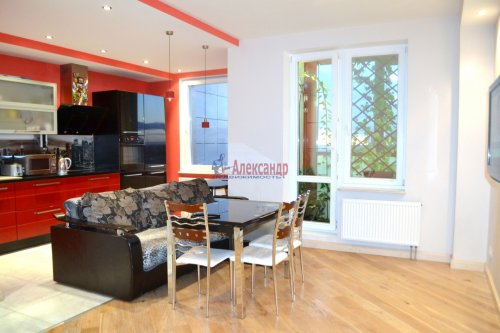 3-комнатная квартира (80м2) на продажу по адресу Комендантский пр., 53— фото 2 из 18