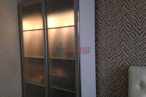 2-комнатная квартира (65м2) на продажу по адресу Русановская ул., 15— фото 11 из 12