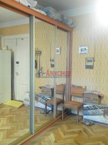 Комната в 3-комнатной квартире (80м2) на продажу по адресу 17 линия В.О., 8— фото 4 из 7