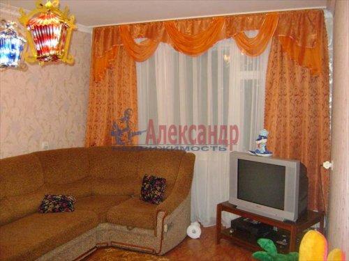 3-комнатная квартира (63м2) на продажу по адресу Коммунар г., Бумажников ул., 7— фото 2 из 8
