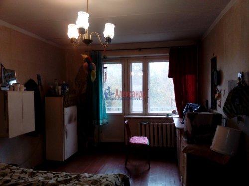 Комната в 3-комнатной квартире (64м2) на продажу по адресу Кузнечное пгт., Гагарина ул., 3— фото 2 из 9
