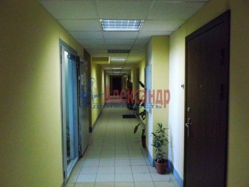2-комнатная квартира (73м2) на продажу по адресу Большевиков пр., 79— фото 3 из 20