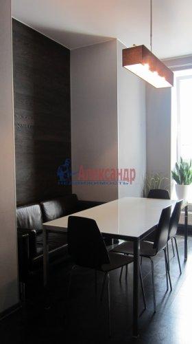 2-комнатная квартира (70м2) на продажу по адресу Петергофское шос., 5— фото 3 из 19