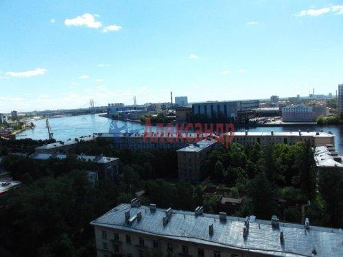 2-комнатная квартира (73м2) на продажу по адресу Большевиков пр., 79— фото 8 из 20