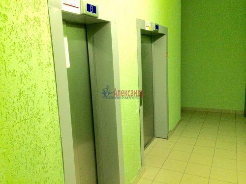 2-комнатная квартира (57м2) на продажу по адресу Мурино пос., Привокзальная пл., 1— фото 4 из 13