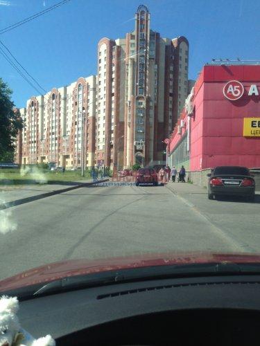 2-комнатная квартира (77м2) на продажу по адресу Кондратьевский пр., 62/3— фото 3 из 15