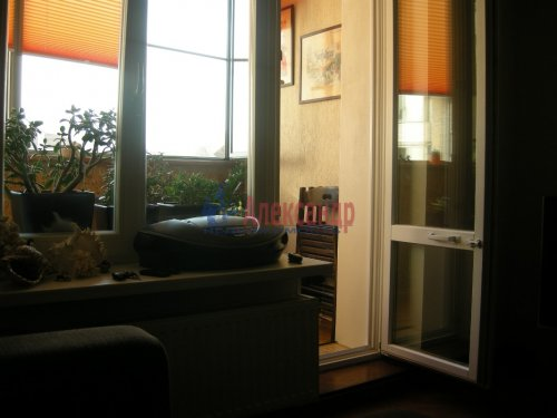 2-комнатная квартира (77м2) на продажу по адресу Луначарского пр., 15— фото 3 из 10