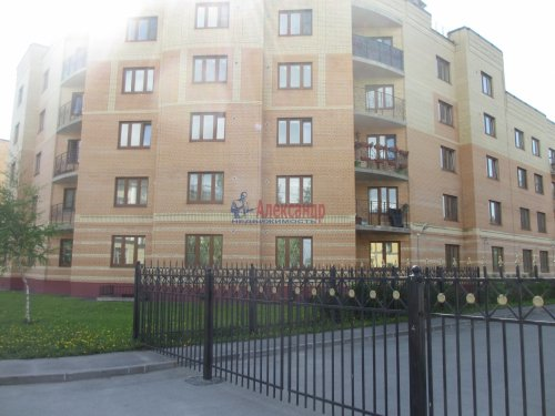 2-комнатная квартира (63м2) на продажу по адресу Павловск г., Слуцкая ул., 7— фото 2 из 15