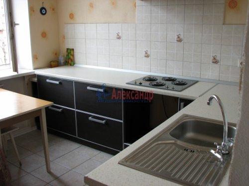 Комната в 4-комнатной квартире (90м2) на продажу по адресу Сестрорецкая ул., 1— фото 1 из 9