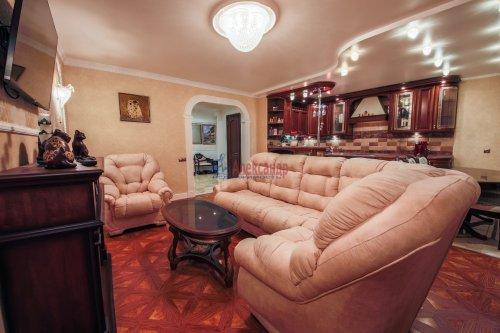 3-комнатная квартира (106м2) на продажу по адресу Комендантский пр., 11— фото 2 из 16