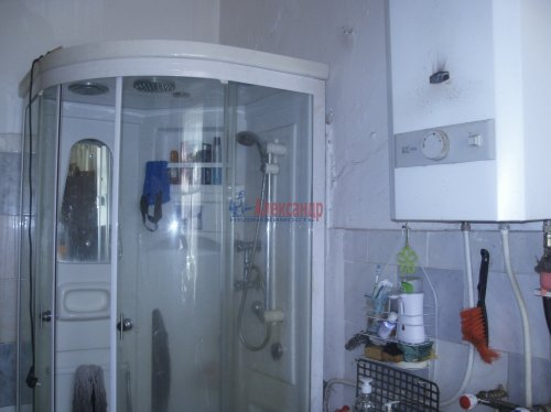 Комната в 4-комнатной квартире (72м2) на продажу по адресу Ропшинская ул., 22— фото 6 из 8