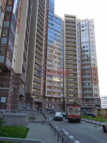 2-комнатная квартира (65м2) на продажу по адресу Комендантский пр., 51— фото 1 из 15