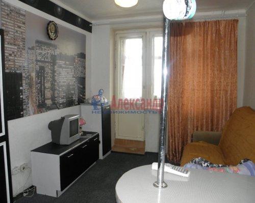 Комната в 6-комнатной квартире (211м2) на продажу по адресу Сиреневый бул., 9— фото 1 из 5