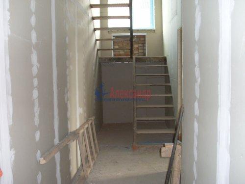 3-комнатная квартира (137м2) на продажу по адресу Кузнечное пгт., Пионерская ул.— фото 4 из 10