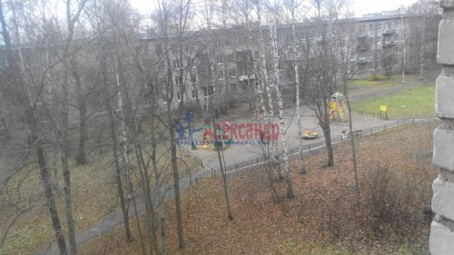 3-комнатная квартира (55м2) на продажу по адресу Петергоф г., Разведчиков бул., 16— фото 2 из 3